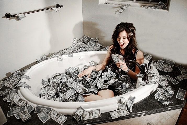 купаться в деньгах