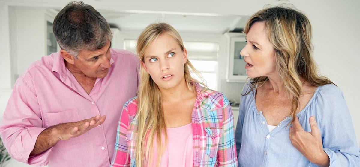 Доверие девушки-подростка к родителям