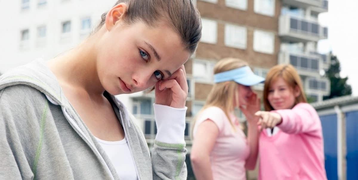 У девушек подростков много проблем с любовью к себе